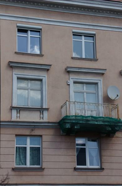 Keturių aukštų daugiabutis Vokiečių gatvės pradžioje. Autorės nuotr.