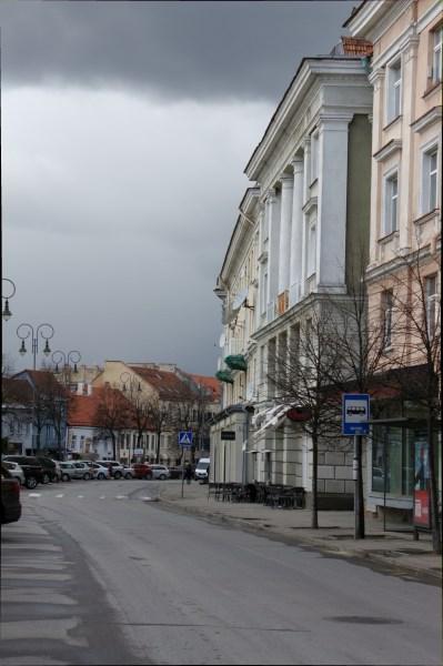 Vokiečių gatvė prieš pavasarinį lietų. Autorės nuotr.
