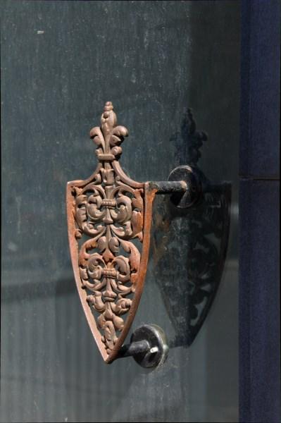 11-uoju numeriu pažymėto pastato durų rankena. Autorės nuotr.