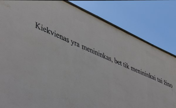 Užrašas ant Šiuolaikinio meno centro sienos. Autorės nuotr.