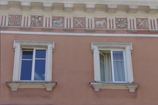 Po Antrojo pasaulinio karo architektas Algimantas Umbrasas atstatė Tyzenhauzų rūmus ir atkūrė klasicistinę fasado kompoziciją. Autorės nuotr.