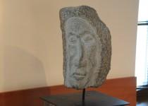 Akmeninė Juozo Šikšnelio skulptūra. Eimanto Chachlovo nuotr.