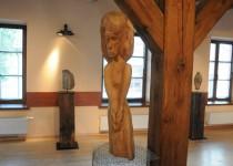 Medinė Juozo Šikšnelio skulptūra. Eimanto Chachlovo nuotr.