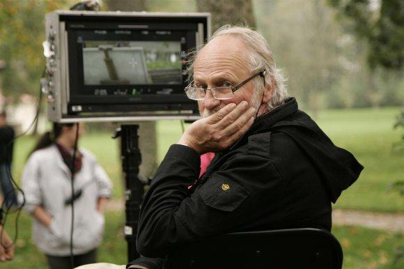 """Režisierius A. Puipa džiaugiasi, kad bent filmų kopijos grąžinamos į Lietuvą. Filmo """"Edeno sodas"""" kūrybinės komandos nuotr."""
