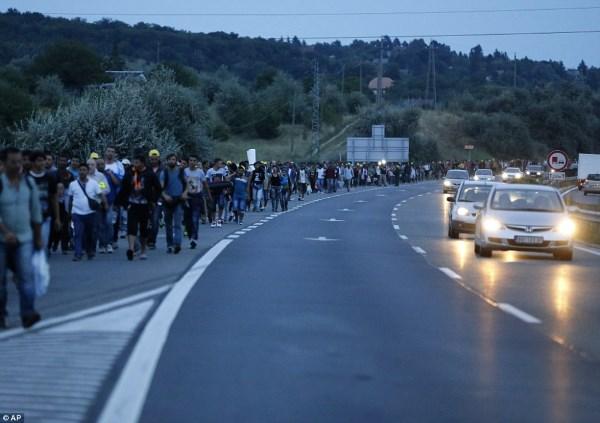 Pastarosiomis savaitėmis Vengrijoje įstrigo daug pabėgėlių, patekusių į Europą per Turkiją. AP nuotrauka