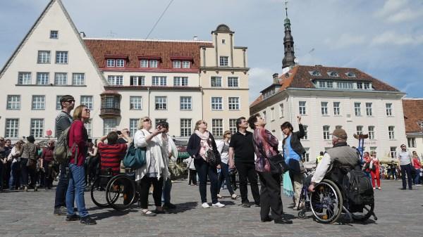 Daugelis populiarių turizmo agentūrų neįgaliesiems paslaugų nesiūlo, nes neapsimoka. Els Bobkov nuotr.