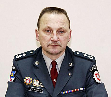 Šiaulių apskrities policijos viršininko pavaduotojas Vincas Urbonavičius palaiko moterų tarnybą policijoje. Jono TAMULIO nuotrauka.