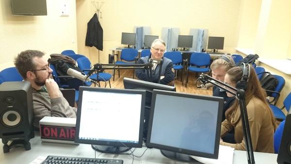 Laidos svečiai 15min.lt žurnalistas Šarūnas Černiauskas (iš kairės) ir buvęs Valstybės saugumo departamento direktorius Mečys Laurinkus.