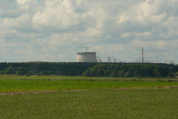 Augantys AE kaminai netrukus taps ryškiausiu vieno iš gražiausių Baltarusijoje, Astravo regiono, akcentu. Jerry Meijer, Maps.google.com nuotr.