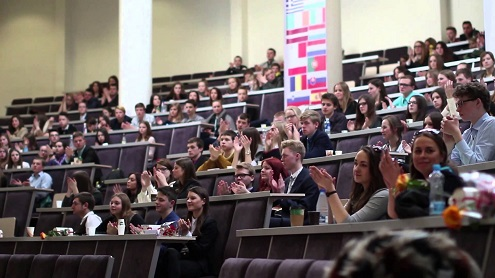 Moksleiviai, norėdami pasiekti daugiau, vienija jėgas – buriasi į organizacijas. Jurgio Eidikio nuotr.