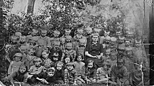 Sovietinės mokyklos mokiniai. Eglės Zubriūtės nuotr.