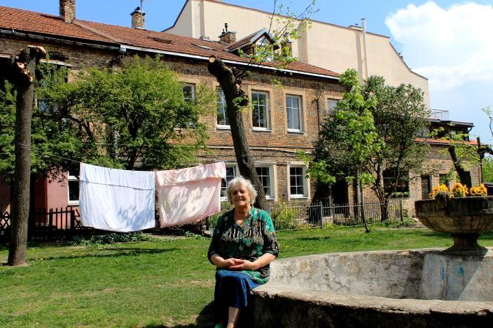 Marijona Lakutienė sako, kad jei kas nors atsuktų laiką atgal, ji vėl pasirinktų gyvenimą Užupyje. Autorės nuotr.