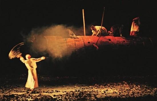"""Sofoklis """"Edipas karalius"""" (rež. Rimas Tuminas, Nacionalinis dramos teatras, 1998). Iš A. Jacovskio asmeninio archyvo."""