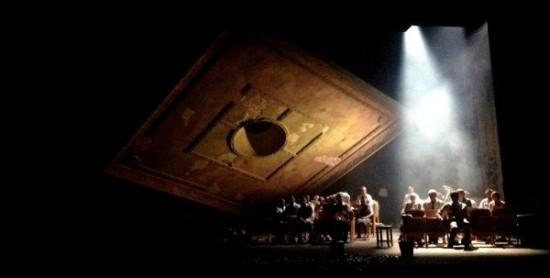 """Tadeuszo Slobodzianeko """"Mūsų klasė"""" (rež. Yana Ross; 2013; Lietuvos nacionalinis dramos teatras). Iš M. Jacovskio asmeninio archyvo."""