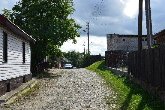 Pašešupio gatvė, tikriausiai tokia pati, kokia buvo prieš 100 metų – grįsta akmenimis.