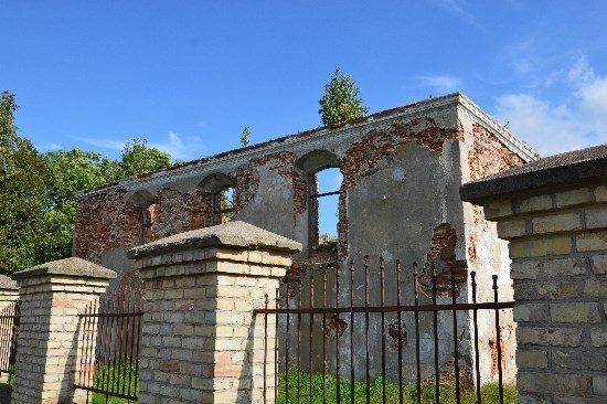 Kalvarijoje yra unikalus trijų sinagogų kompleksas. Kartais į miestą užsuka keliautojai, norintys aplankyti žydų maldos namus, tačiau lankyti nelabai yra ką. Vis dėlto, vietinė valdžia jau ieško, kas galėtų restauruoti pastatus. Autoriaus nuotr.