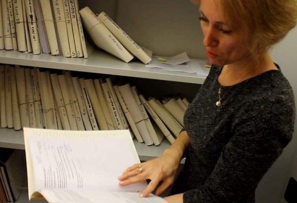 Vilniaus apygardos teismo Civilinių bylų skyriaus teisėja Rūta Petkuvienė pažindina projekto dalyvius su savo darbu. Indrės Šlikaitės ir Sandros Kindiuk nuotr.