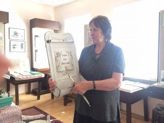 Ireną Spranaitienę, anksčiau dirbusią istorijos mokytoja, įkvėpė dingusio Širvintos miesto istorija. Ji kartu su vyru ieškojo eksponatų. Autorės nuotr.