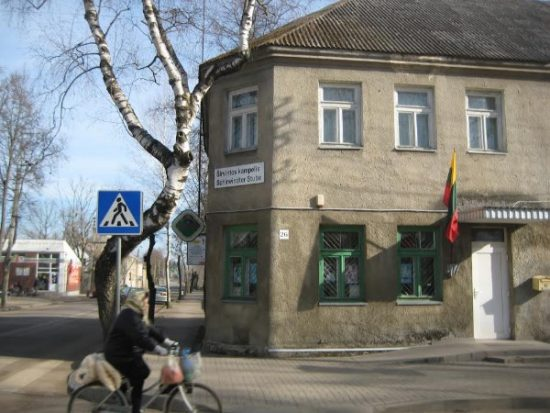 Kudirkos Naumiesčio bendruomenės patalpose įkurtą muziejų dažniausiai aplanko buvę širvintiškiai.  Loretos Juodzevičienės nuotr.