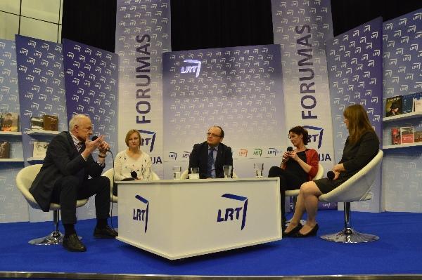 """Diskusijos """"Lietuviškos knygos: keliai ir klystkeliai"""" dalyviai. Autorės nuotr."""