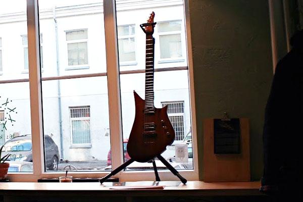 """""""Lava Drop +"""" elektrinė gitara. Autorės nuotr."""