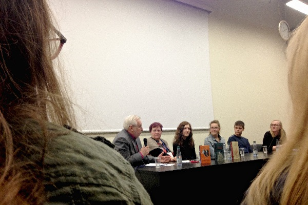 Diskusijos dalyviai. Iš kairės: K. Urba, D. Šakavičiūtė, U. Kaunaitė, Greta, Dominykas, I. Krivickaitė. Autorės nuotr.