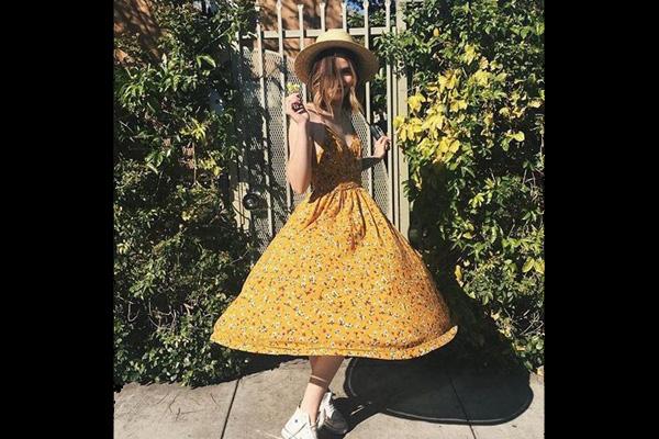 Geltona, grįžtanti šiltojo sezono spalva. Urbanoutfitters.com nuotr.