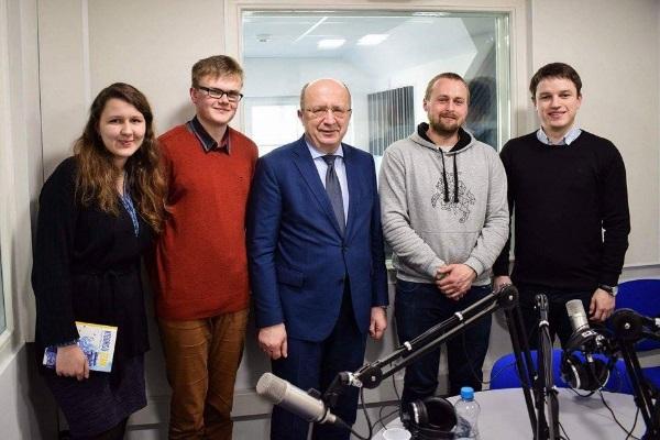 Iš dešinės: Linas Kojala, Dovydas Pancerovas, Andrius Kubilius, Vilmantas Venckūnas, Indrė Kiršaitė. Start.fm nuotr.