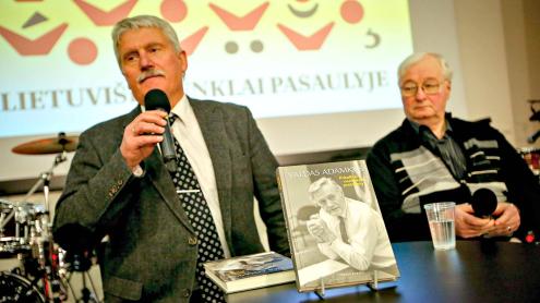 Knygą pristatė istorikas, prof. dr. Egidijus Aleksandravičius ir Jo Ekscelencijos senas pažįstamas, garsus žurnalistas ir VDU dėstytojas Mykolas Drunga. Vidmanto Balkūno nuotr.