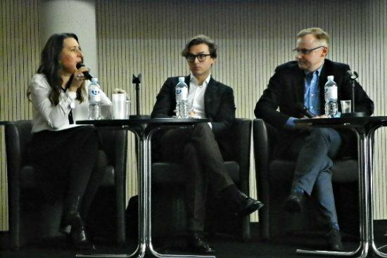 Diskusijos dalyviai: rašytoja Kristina Sabaliauskaitė, profesorius Vytautas Mizaras. Domantės Platukytės nuotr.