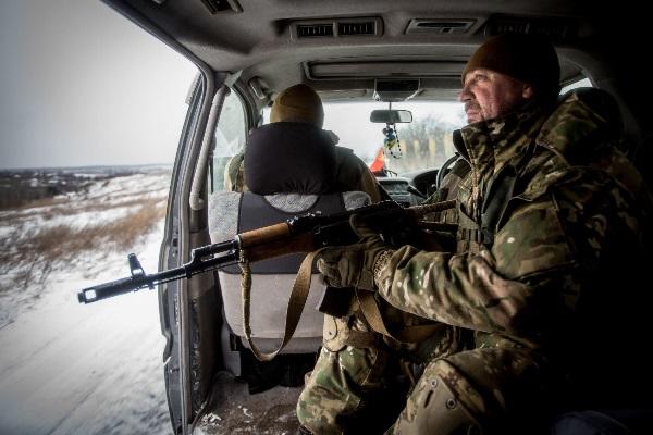 Ukrainos jūrų pėstininkų patrulis priešakinėse fronto linijose. V. Balkūno nuotr.