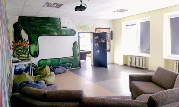 Atviro jaunimo centro laisvalaikio salė. Autorės nuotr.