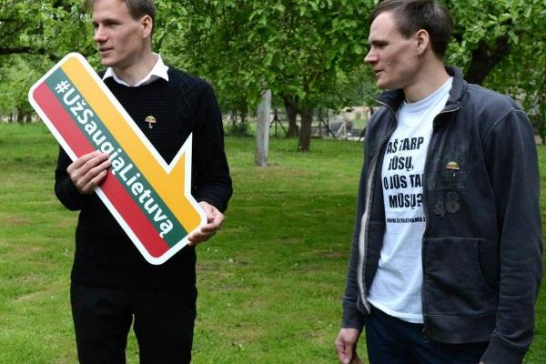 """Kampanijos """"Už saugią Lietuvą"""" ambasadoriai Algirdas ir Remigijus Gataveckai. Asmeninio albumo nuotr."""