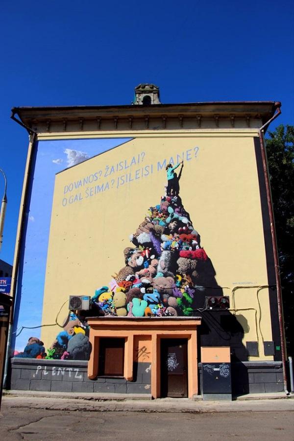 Brolių Gataveckų piešinys ant daugiabučio sienos Vilniuje. Asmeninio albumo nuotr.