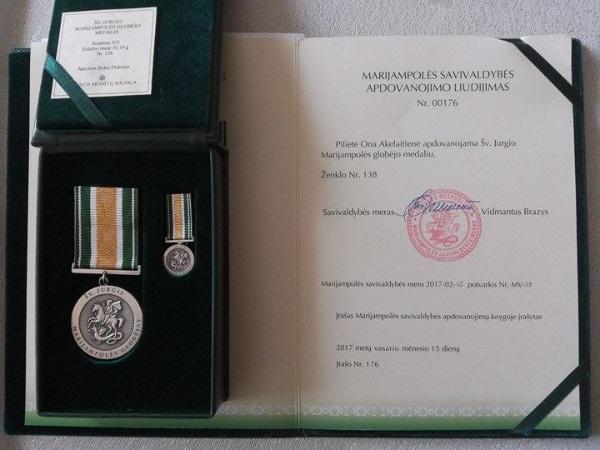 Onutės Akelaitienės gautas Šv. Jurgio apdovanojimas. Autorės nuotr.