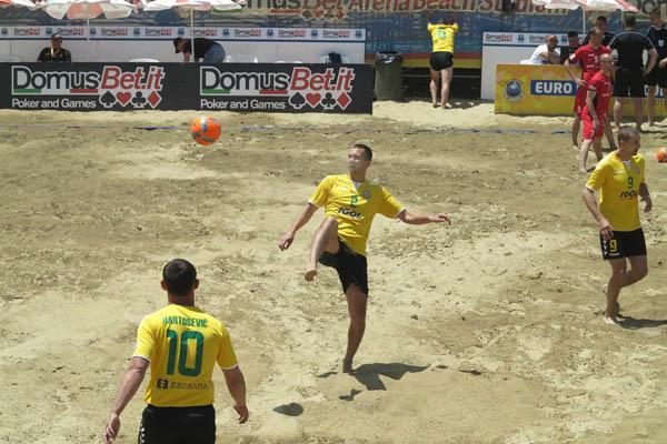 """Paplūdimio futbolo klubas """"Igol"""", akimrkos varžybų Catanijoje, Italijoje. N. Budraičio asmeninio archyvo nuotr."""