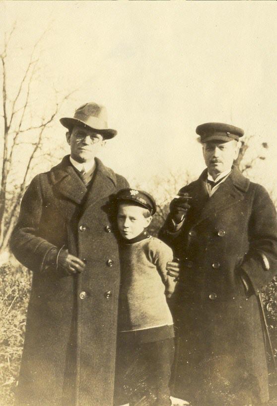 K. Račkauskas (kairėje), ką tik parvažiavęs iš Amerikos. Venclovų namų-muziejaus kolekcijos nuotr.