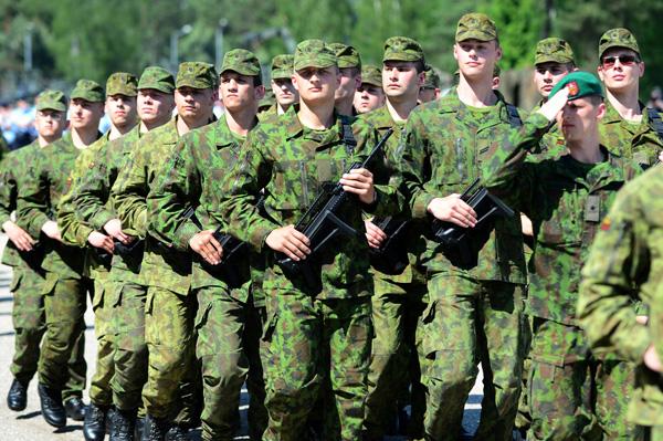 Dabartinė karių uniforma. Alfredo Pliadžio / 15min.lt nuotr.