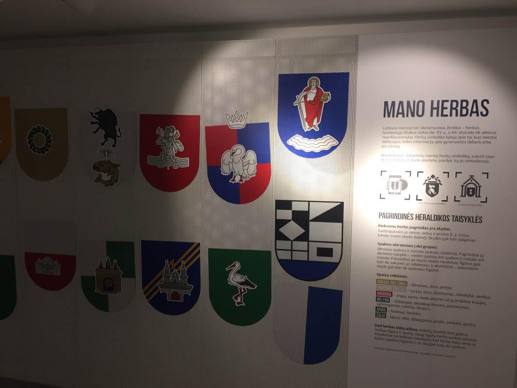 Įvairių regionų herbai. Asmeninio archyvo nuotr.