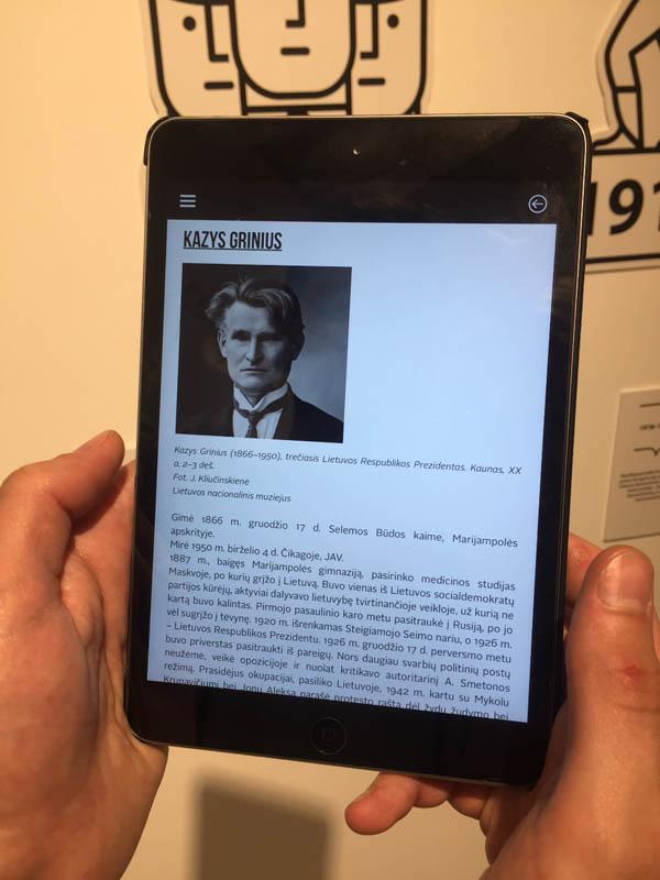 Lankytojus domina Prezidentų biografijos. Asmeninio archyvo nuotr. Lankytojus domina Prezidentų biografijos. Asmeninio archyvo nuotr.