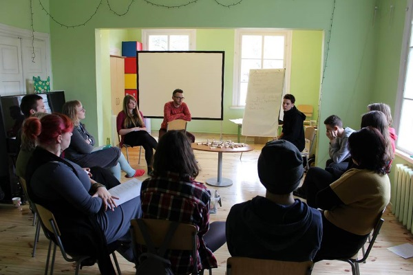 """Akimirka iš savanorių mokymų, kurie trunka 3-4 mėnesius. """"Jaunimo linija"""" nuotr."""