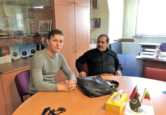 Pasak Turkijos ambasados Lietuvoje patarėjo religijos klausimais Ibrahim Ceyhan (dešinėje), Turkijos ambasada nemažai prisideda prie Vilniaus musulmonų bendruomenės gyvavimo. Būtent ji prieš beveik dvidešimt metų bendruomenei padėjo išpirkti dalį patalpų Muftiatui įkurti. Denio Shukur nuotr.