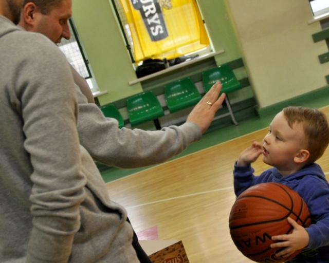 Nepaisant to, jog žaidėjai laisvalaikį su šeima iškeičia į krepšinio aikštelę, didžiausiais fanais išlieka artimieji. Klaipėdos mėgėjų krepšinio lygos nuotr.