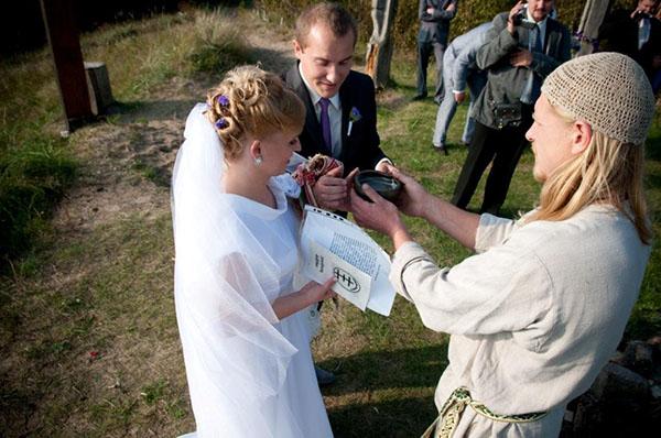 Vestuvių apeigos Šventojoje, Žemaičių alke. Asmeneninio archyvo nuotr.
