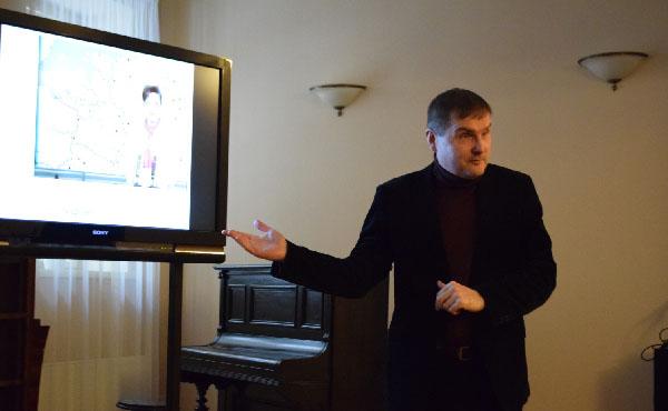 Prof. dr. Andrius Vaišnys rodo SSRS centrinės televizijos pranešimą apie Lietuvoje minimą Valstybės atkūrimo sukaktį 1989-aisiais. Autoriaus nuotr.