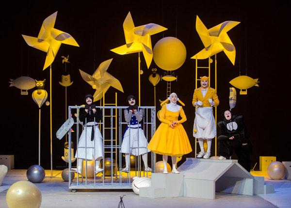 """A. Šimonio scenografija spektakliui """"Išgelbėkime kengūriuką"""" Juozo Miltinio dramos teatre. Tomo Stasevičiaus nuotr."""