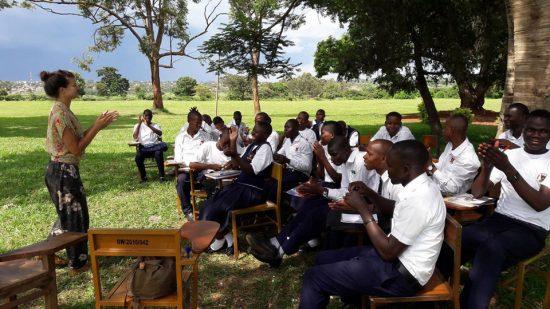 Ugandos rytuose, internatinėje mokykloje. Faustos vedamas užsiėmimas apie savi-motyvaciją ir svajonių įgyvendinimą. Asmeninio archyvo nuotr.