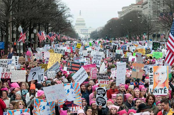 Pasauliniu mastu lyčių nelygybė – taip pat opi problema. Protestas už lyčių lygybę Vašingtone (JAV) sukvietė apie milijoną dalyvių. Joeff DAVIS nuotr.