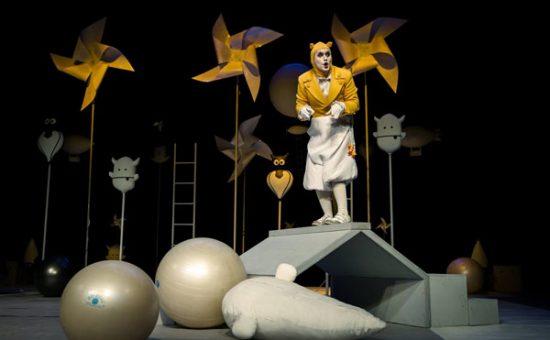 """Spektaklis """"Išgelbėkime kengūriuką"""" Juozo Miltinio dramos teatre. Tado Povilionio nuotr."""