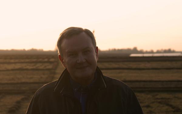 Valerijus Rudzinskas arbatžolių laukuose. Autoriaus nuotr.